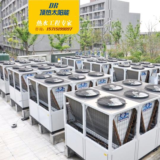 美的独创的恒温和恒压技术:主机RSJ-380/S-820形式具有直热式和循环式两种功能,主机采用直热式加热生活热水,水箱温度降低主机循环工作加热。原装进口日本不二工机电子膨胀水阀,600级调节精度,保证系统处于恒温恒压工作状态:通过时时检测冷媒系统高压压力、温度的变化,自动无级调节进入机组的冷水流量,确保冷媒系统高压侧冷凝温度的恒定,使系统压力始终稳定在冷凝温度对应的压力值附近。在环境温度-7~43变化范围内,压力浮动不会超过±0.